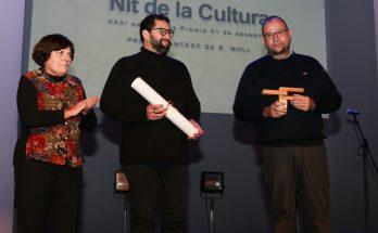 Silve Pons i Bep Al·lès amb el premi Borja Moll