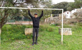 Joan Cavaller a una de les porteries del camp de sa Coma actualment. Foto: Joan Mascaró M.