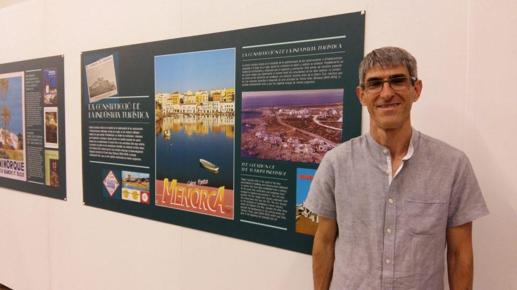 Alfons Méndez, autor del llibre sobre la història del turisme a Menorca. Foto Joan Mascaró M.
