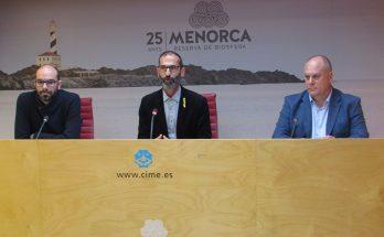 Oriol Baradad, el conseller Miquel Preto i Isidro Bellota, d'Autocares Torres
